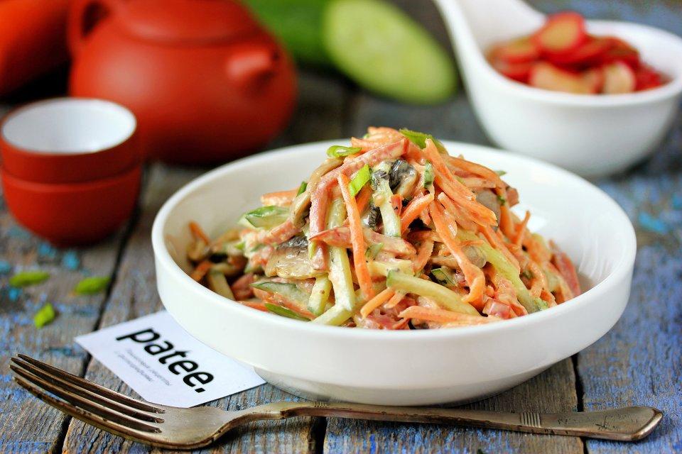 Салат с морковью по-корейски и колбасой