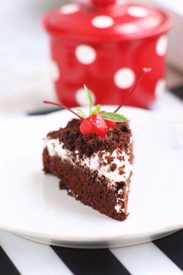 Шоколадный пирог с кофе и взбитым кремом
