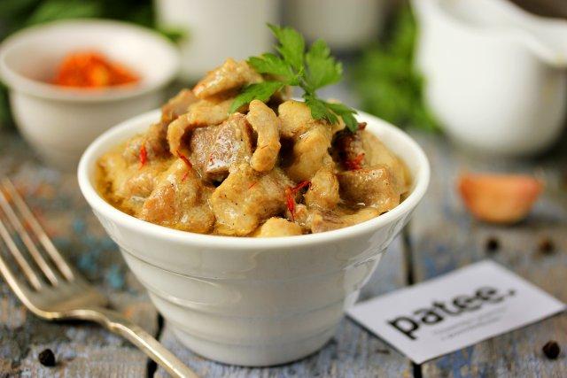 Мясо в сметанно-шафрановом соусе