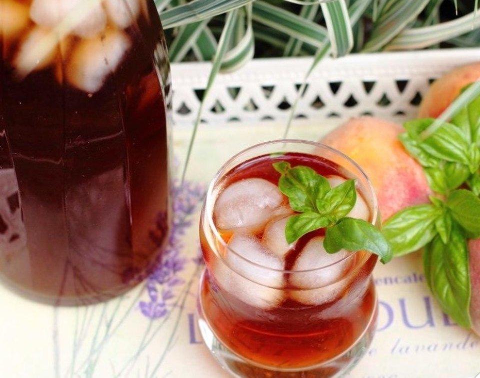Холодный чай с персиком