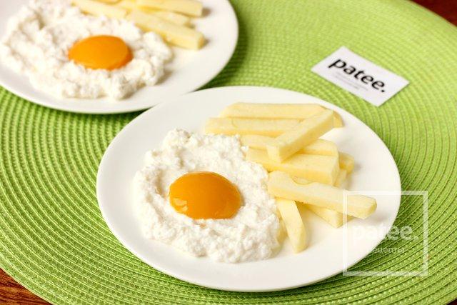 Оригинальный десерт Яичница с картошкой фри
