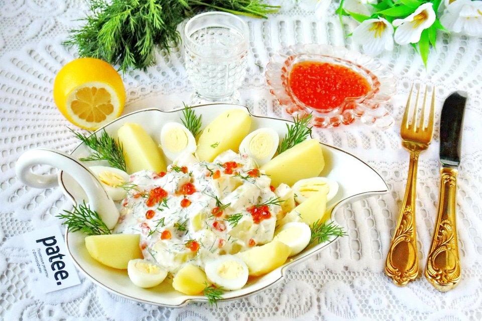 Салат с красной икрой и молодым картофелем