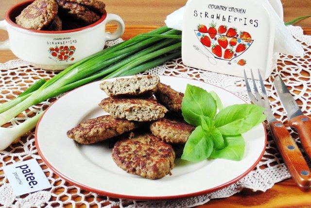 Котлеты из говяжьей печени с картофелем и грибами