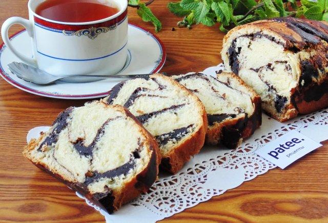 Сладкий хлеб с шоколадной прослойкой