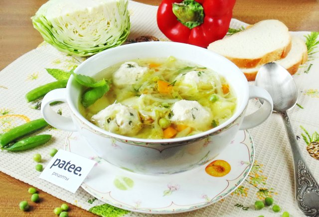 Суп с фрикадельками и молодой капустой