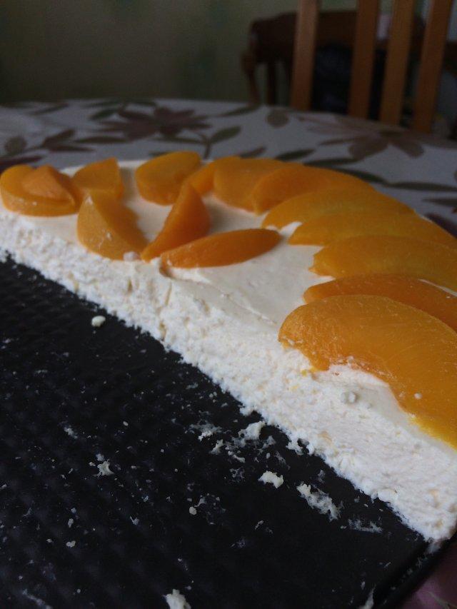 Мусс творожный со сливками и персиками.