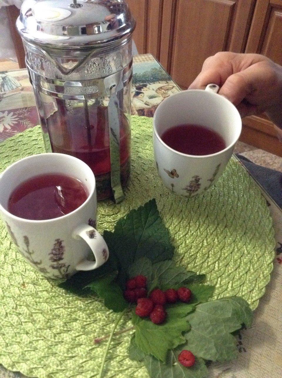 Чай с базиликом и малиной