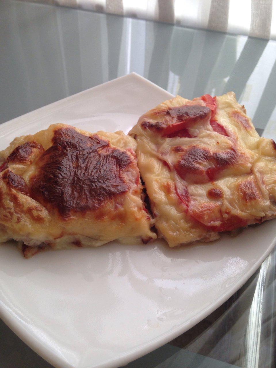 Запеканка из куриного фарша с баклажаном, помидором и сыром