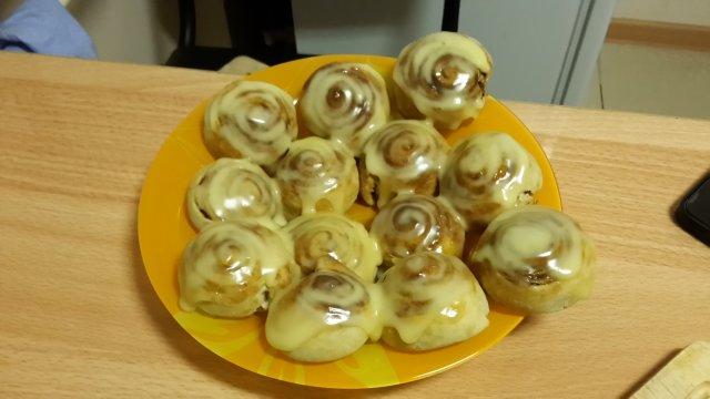 Булочки с корицей с сырным кремом а-ля синабон
