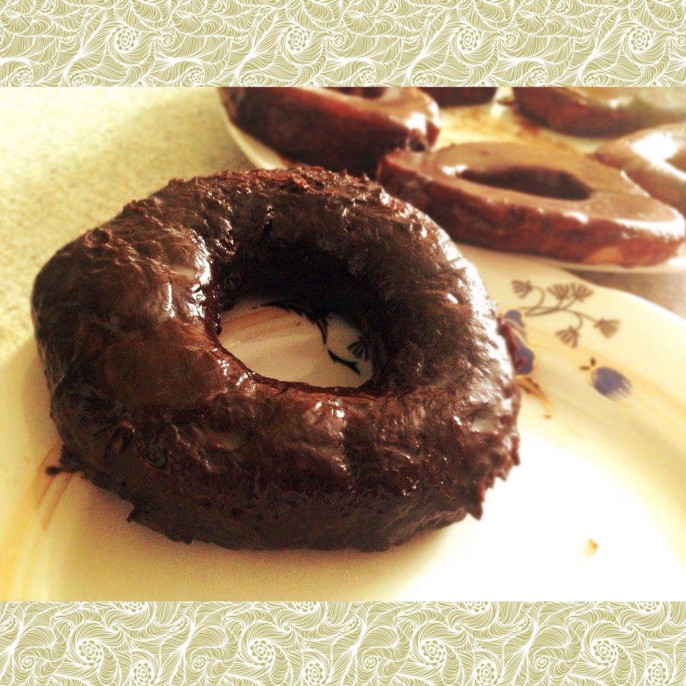 Пончики с шоколадом и без🍩