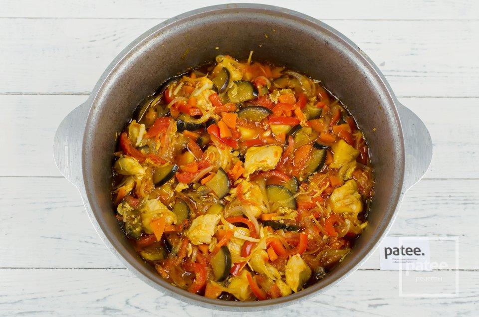 Куриное мясо с овощами и карри