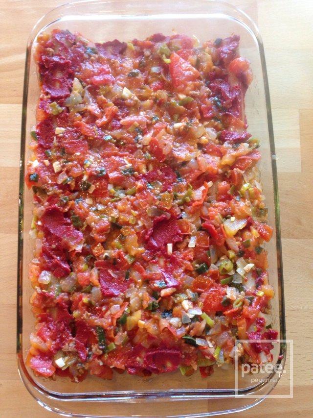 Каннеллони с мясом под томатным соусом. Очень вкусно!