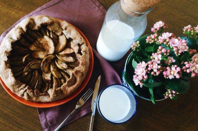 Ржаная галета с отрубями, яблоками, медом и корицей