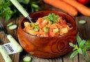 Овощной салатик вместе с сухариками равным образом корейской морковью