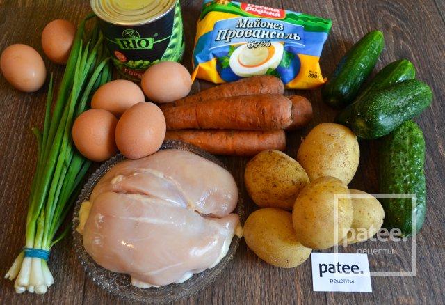 Салат Оливье с курицей и зеленым луком