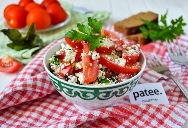 Салат с творогом и томатами