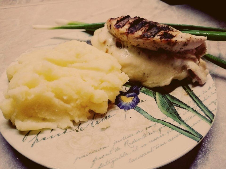 Куриная грудка на гриле с сыром и ветчиной