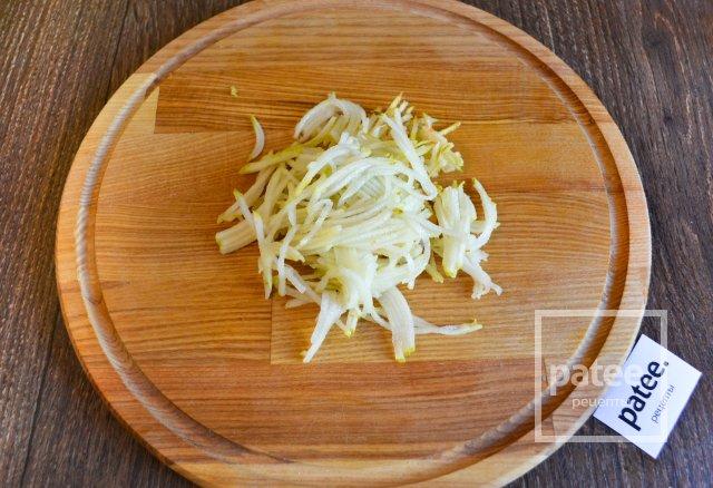 Салат из корнеплодов с грушей