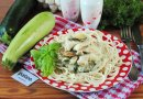 Куриное филей из кабачками, цуккини равным образом базиликом