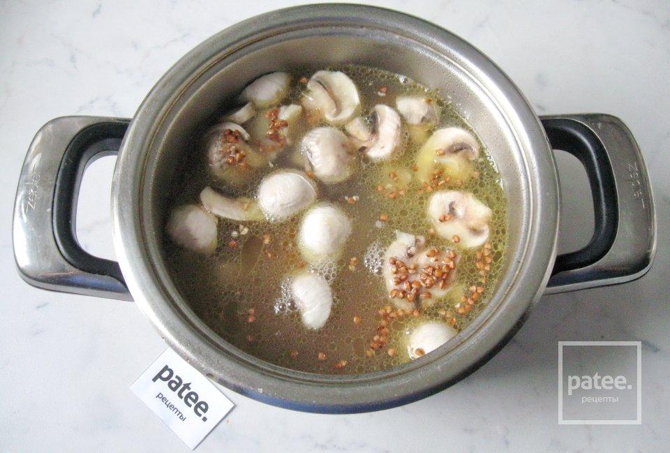 Гречневая каша со свининой и грибами
