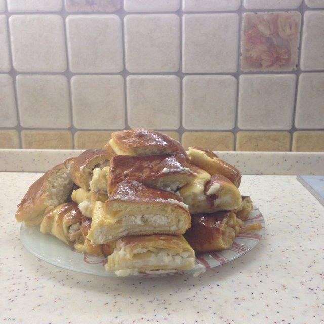 Пироги с яблоком и корицей, творожные рулеты