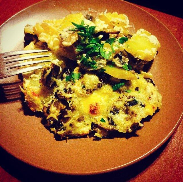 Картофель в сметане по-деревенски.