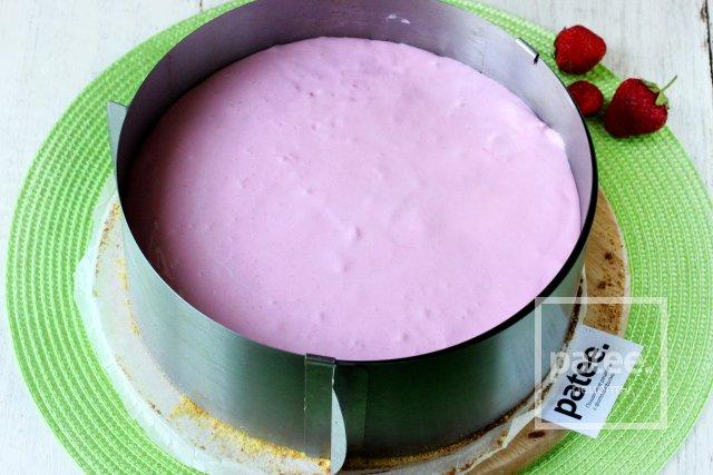 Торт Птичье молоко с клубникой