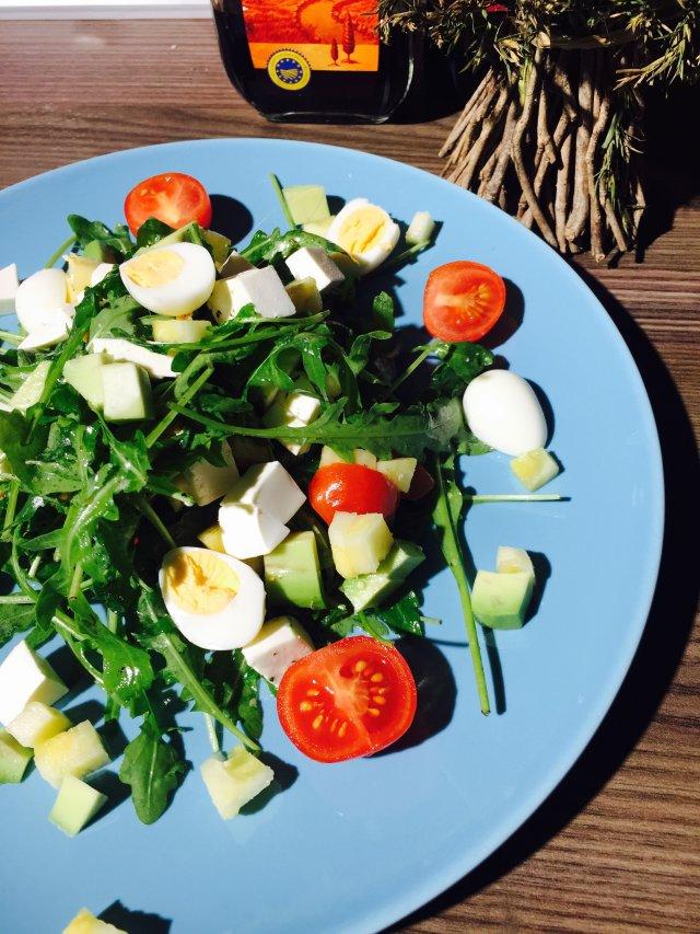 салат с руколой и перепелиным яйцомрецепты