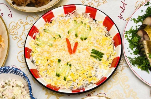 """Праздничный салат """"Новогодние часы"""""""