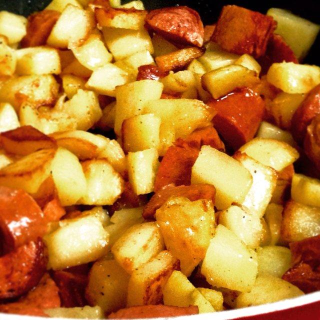 жареная картошка с сардельками рецепт