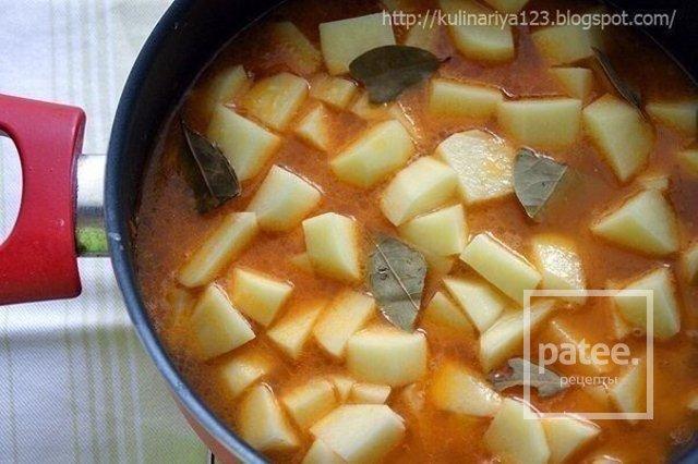 Картошка , тушенная с мясом