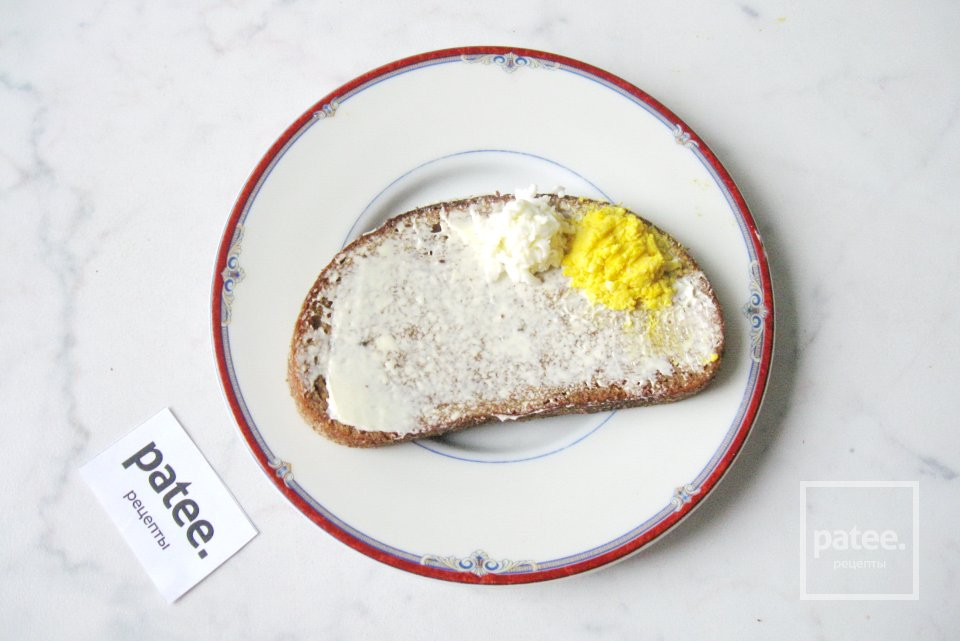 Закуска с сельдью, яйцом и свеклой