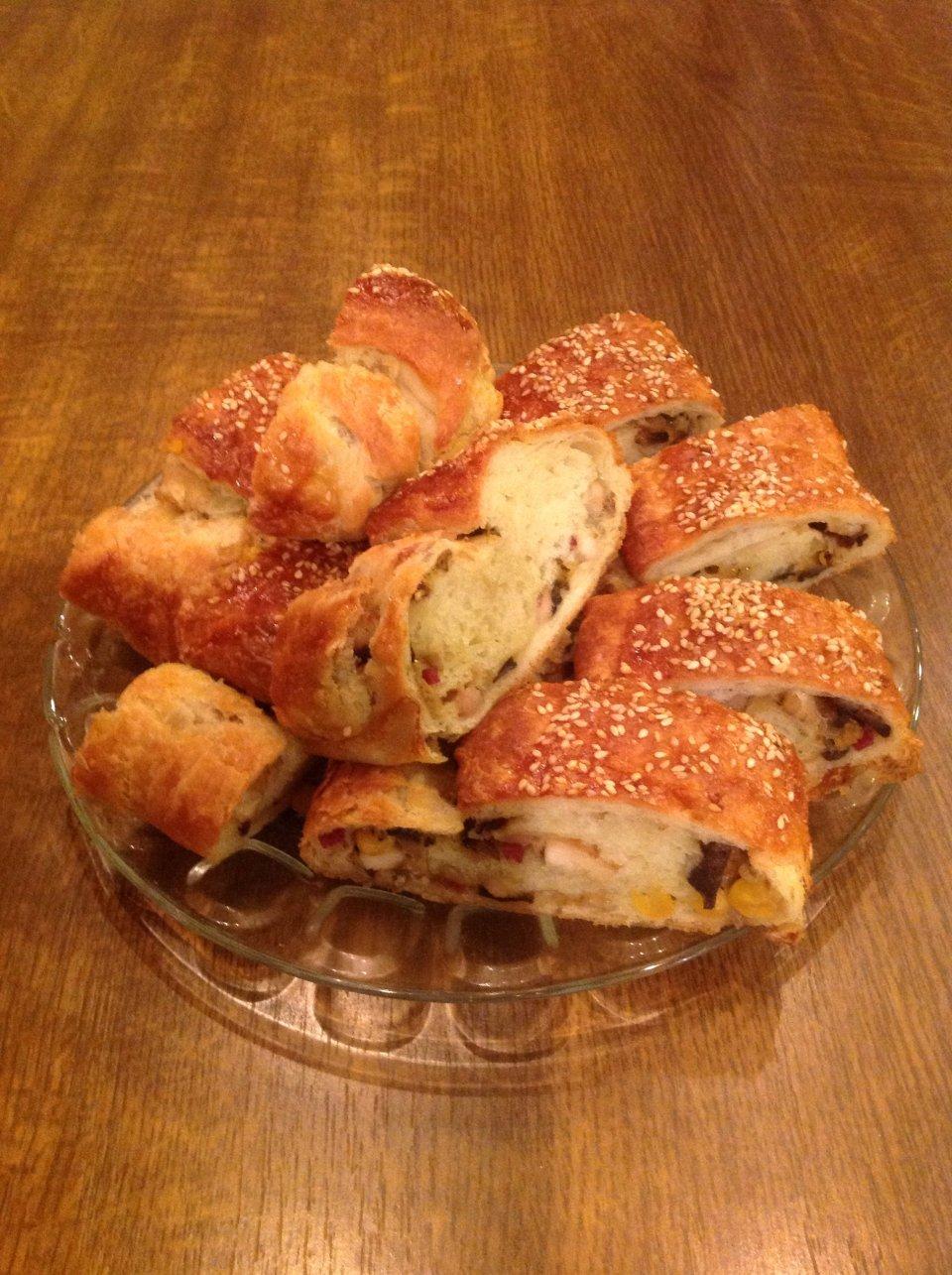 Пирог с курицей, шампиньонами и кукурузой