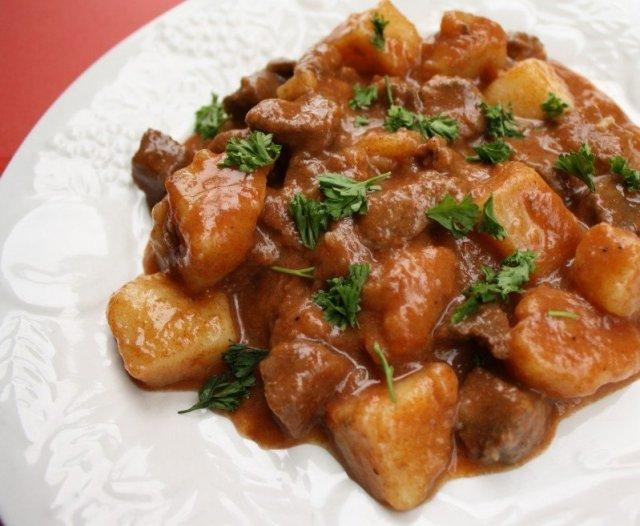 говядина тушеная с картофелем и овощами рецепт