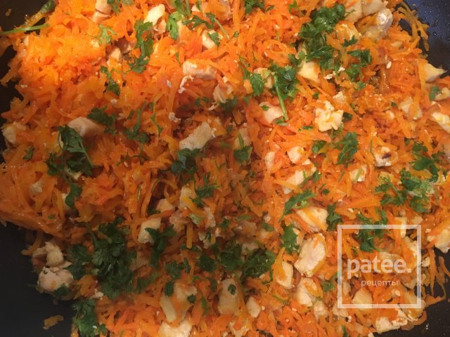 Запечённый рулет с курицей и морковью в лаваше
