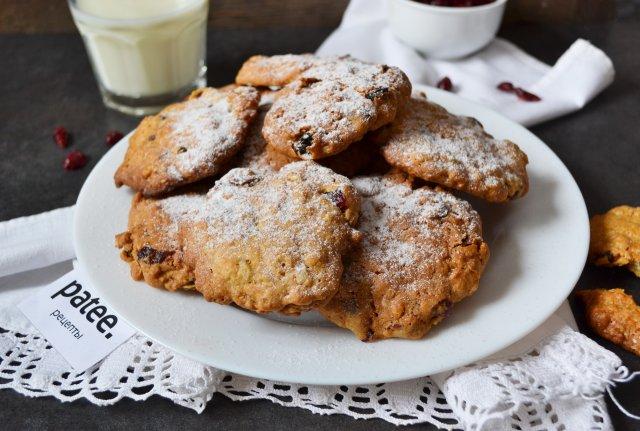 Хрустящее овсяное печенье с клюквой