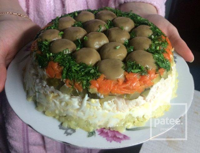 Салат лесная поляна с корейской морковкой
