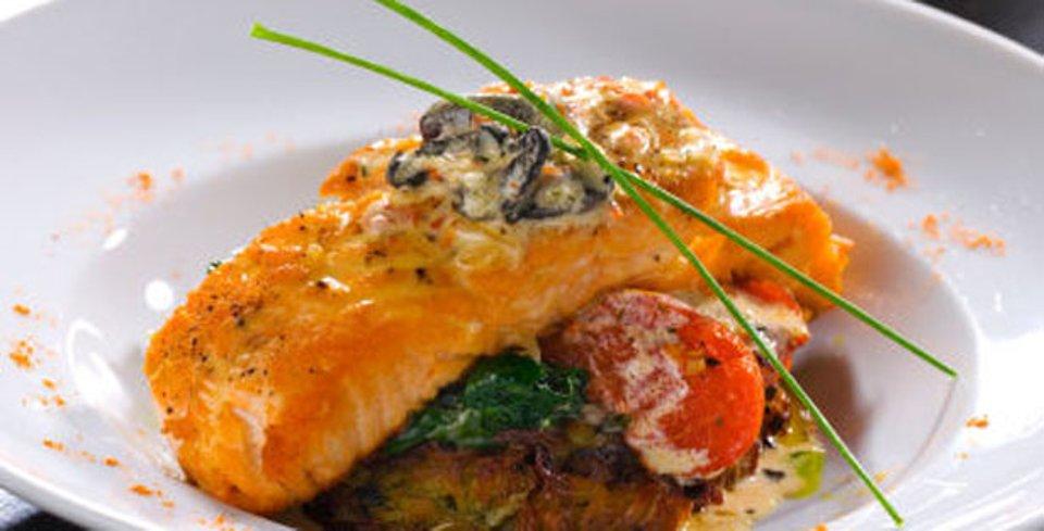 Рыба под грибным соусом
