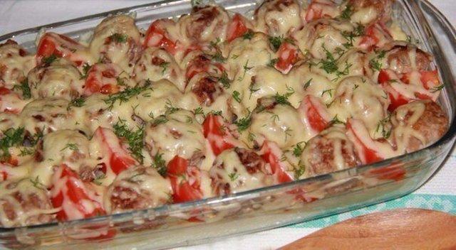 Фрикадельки с картошкой в духовке