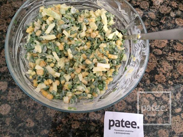 Луковый салат с кукурузой