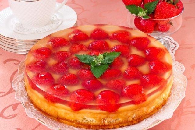бисквитный торт с клубникой с желе рецепты