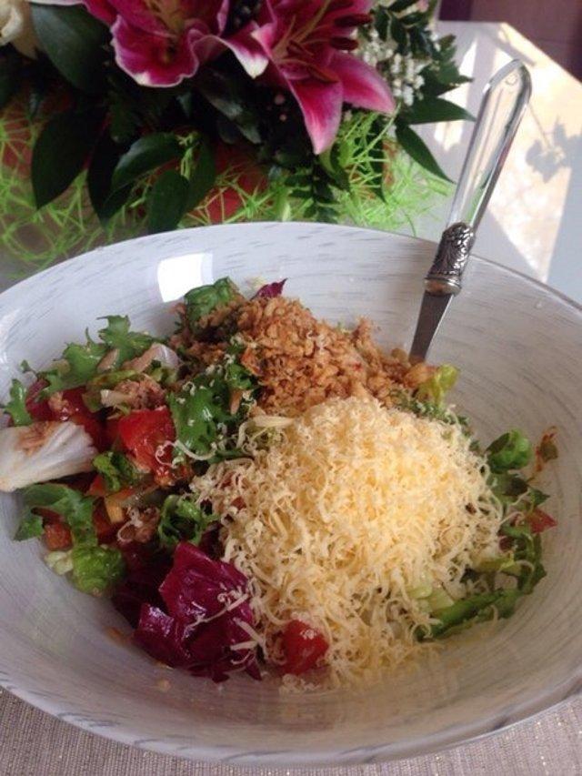 Питательный салат с тунцом и жаренным луком в панировке🎣