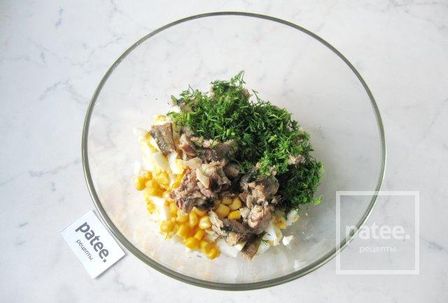 Салат со шпротами и яйцом