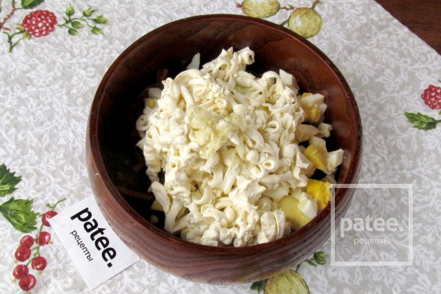 Салат из морской капусты с плавленым сыром