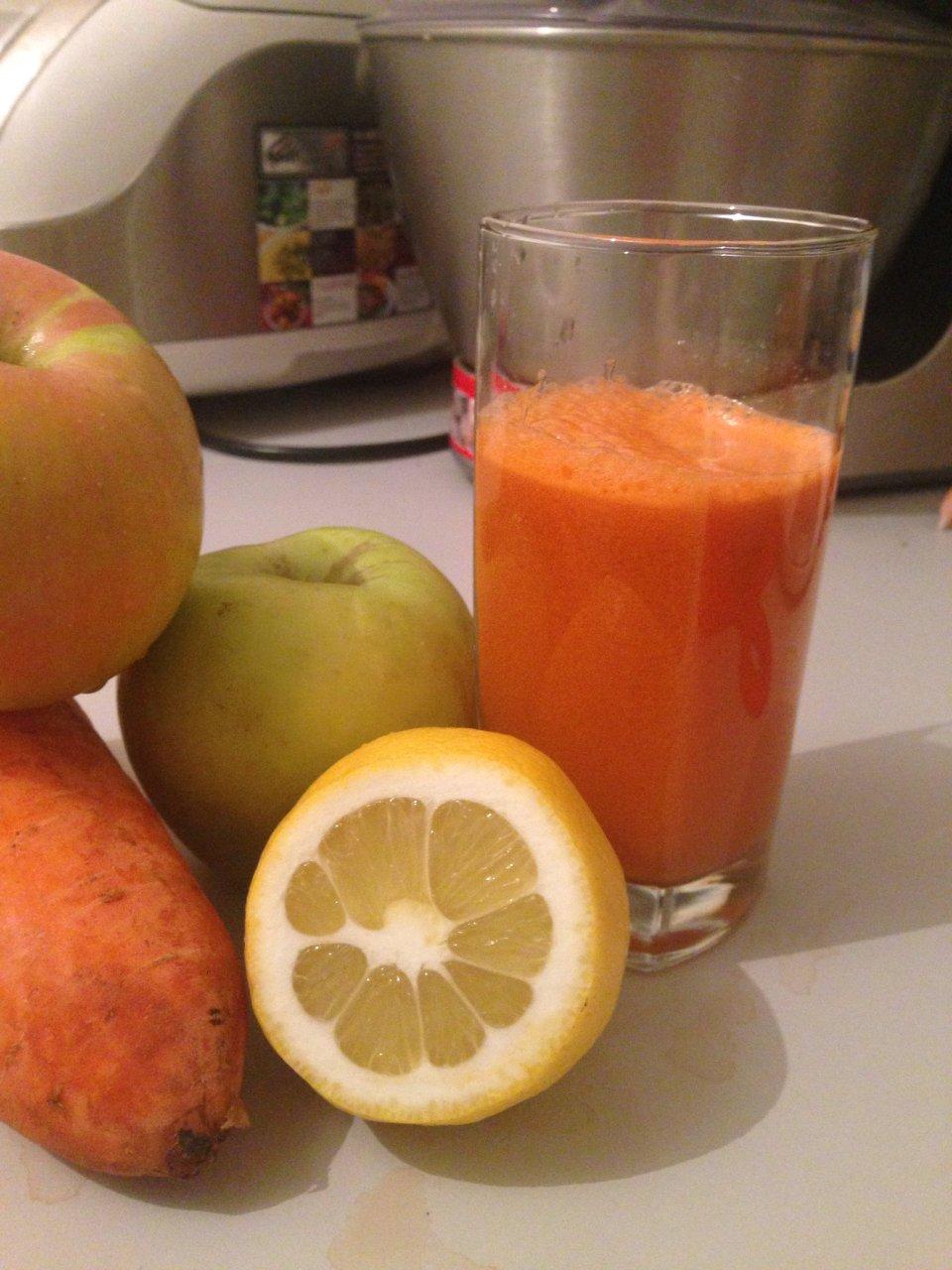 Яблочно-морковный смузи