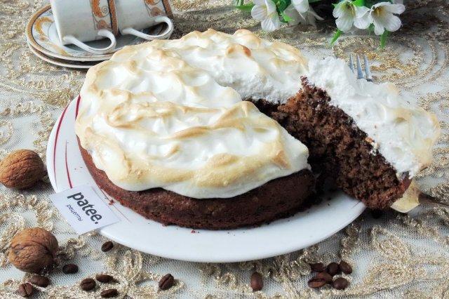 Орехово-кофейный пирог с меренгой