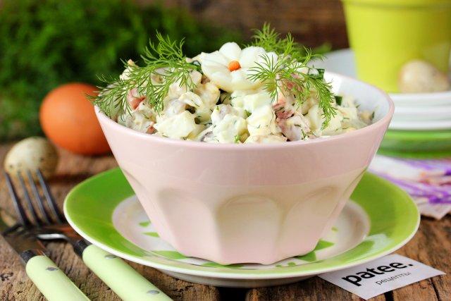 Салат с курицей и колбасой