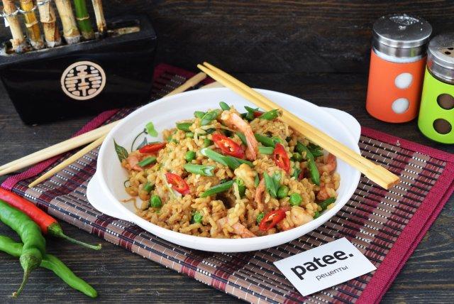 Рис с морепродуктами  и овощами по-тайски