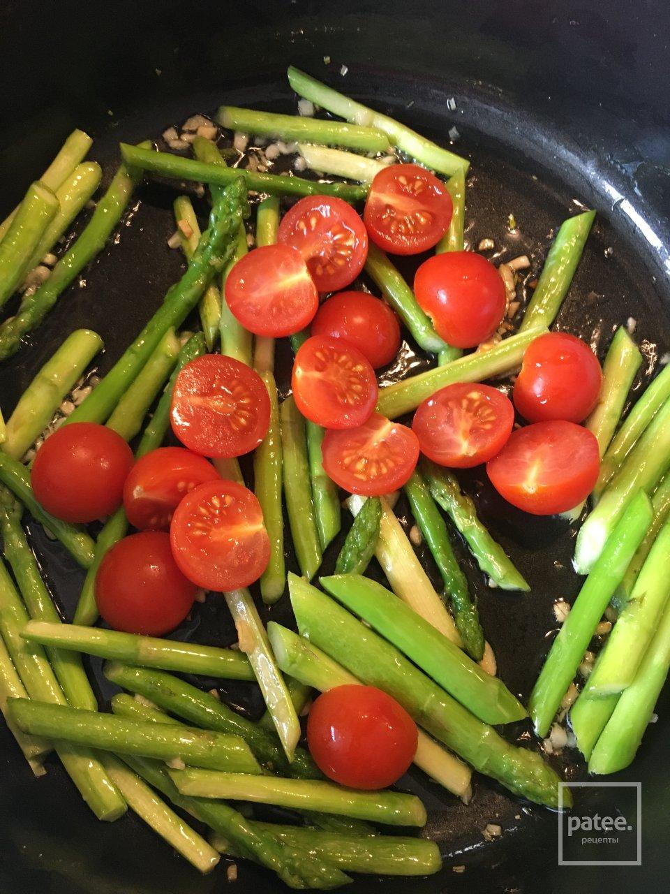 Булгур со спаржей и томатами черри