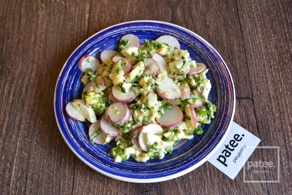 Весенний салат с черемшой и редисом